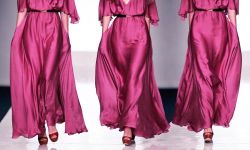 красно-фиолетовое платье