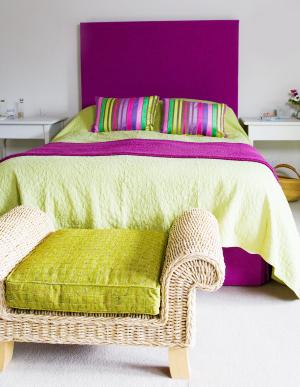 красно-фиолетовый и желто-зеленый в интерьере
