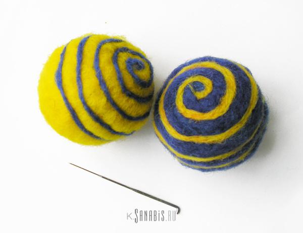 синий желтый шарики
